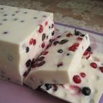 сметанный десерт с ягодами фото