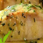 Рыба в сметане получается мягкая, нежная, со сливочным вкусом.