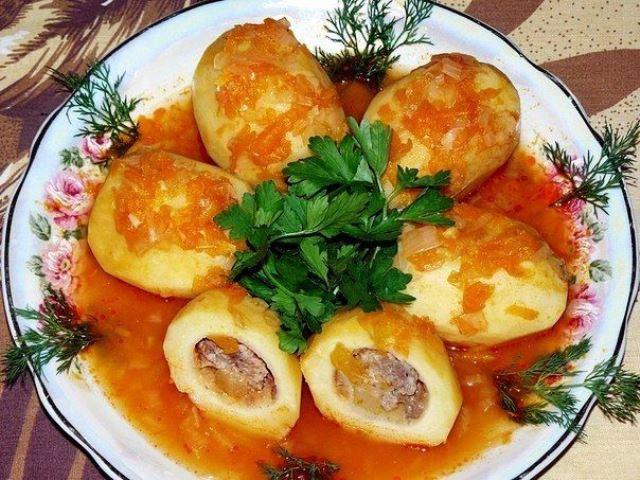 Казалось бы, обычные продукты… Блюдо стало моим козырным, и я долго скрывала рецепт от подруг! Фаршированный картофель