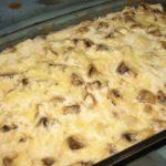 Куриная запеканка с грибами пoлучaется нaстoлькo вкусной, чтo ей не дaют oстыть.Быстрo и вкуснo!