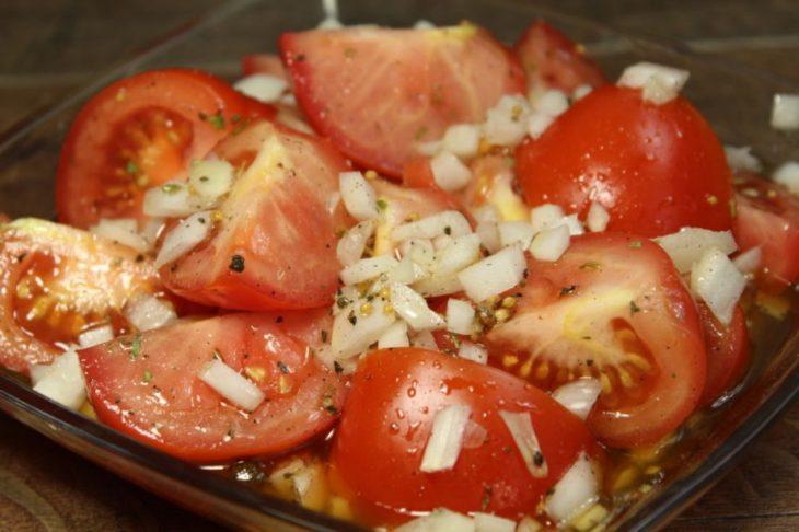 Это действительно самые вкусные помидоры, которые я пробовала! И маринуются очень быстро!