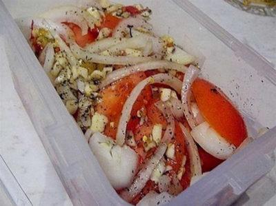 Вкусная маринованная закуска из овощей