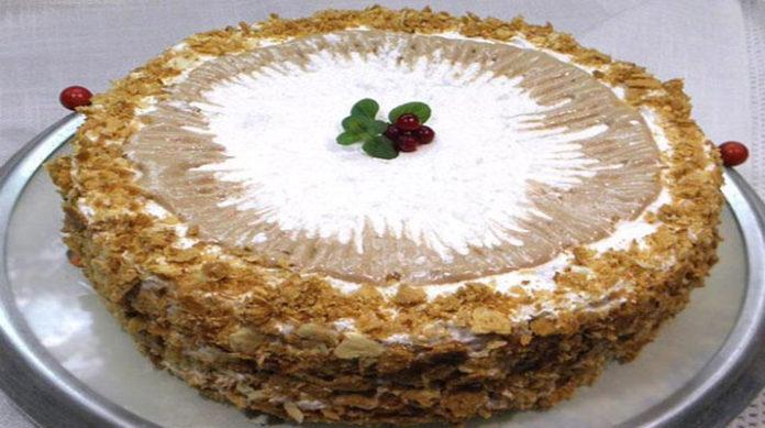 Вы только представьте себе хрустящие слоеные коржи, и целых три вида крема! Не торт, а настоящая сказка! Кремлевский торт