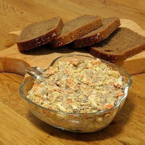 Этот обалденный салат с морковью и печенью делаю частенько без повода. Любимый салат моего мужа. Попробуйте.