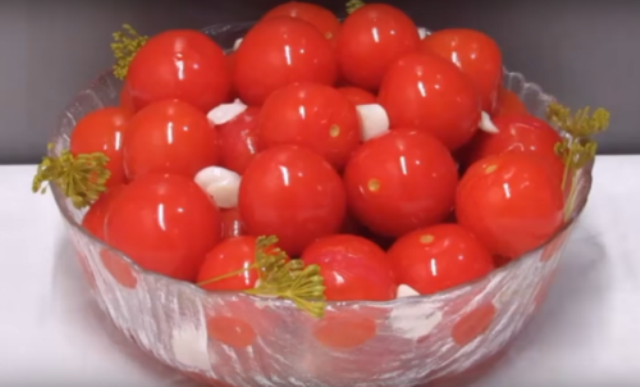 Эти помидорки, как наркотик. Ешь и еще хочется
